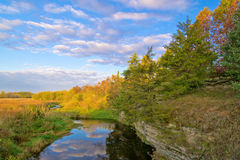 Nebenfluss, landwirtschaftliches Illinois Stockfotografie