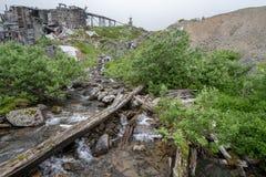 Nebenfluss und gesprengtes oben altes Bergwerk an Hatcher-Durchlauf - Unabhängigkeits-Bergwerk lizenzfreies stockfoto