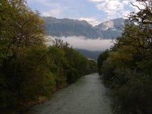 Nebenfluss und Wolken Lizenzfreie Stockbilder