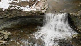Nebenfluss-Wasserfall-Schleife Snowy McCormicks stock footage