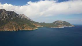 在山森林上的空中被射击的飞行在土耳其的黑海地区 Nebiyan? 股票录像