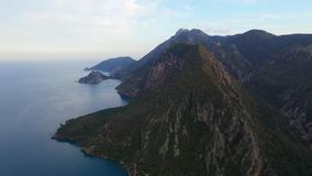 在山森林上的空中被射击的飞行在土耳其的黑海地区 Nebiyan? 股票视频