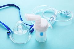 Nebulizador de la máscara del tubo y cable transparente tubular foto de archivo libre de regalías