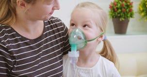 Nebulizzatore ed inalatore stock footage