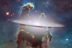 Nebulosa colorida impressionante em algum lugar no universo infinito ilustração do vetor
