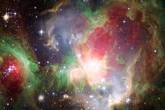 Nebulosa colorida impressionante em algum lugar no universo infinito foto de stock royalty free