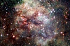 Nebulosa con le stelle nello spazio cosmico Elementi di questa immagine ammobiliati dalla NASA fotografia stock libera da diritti