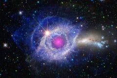 Nebulosa no universo infinito bonito Impressionante para o papel de parede e a cópia fotos de stock