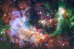 Nebulosa una nuvola interstellare dell'immagine dello spazio cosmico della polvere di stella illustrazione vettoriale
