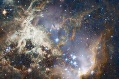 Nebulose e stelle nello spazio cosmico, universo misterioso d'ardore illustrazione vettoriale