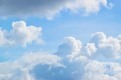 Nebuloso no céu azul 0010 Fotografia de Stock Royalty Free