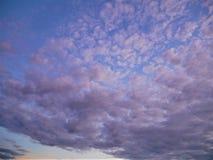Nebuloso no céu azul Imagem de Stock