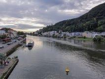 Neckar rzeka przy zmierzchem w Heidelberg obrazy royalty free