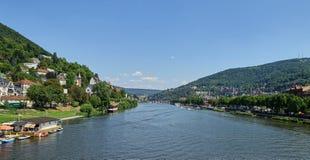 Neckar rzeki krajobraz Podwyższony widok - Heidelberg - Szeroki kąt - obraz stock