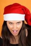 Neckendes Weihnachtsmann-Mädchen stockbild