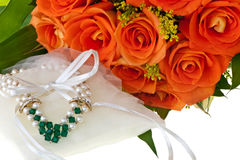 Necklace and orange roses Royalty Free Stock Photos