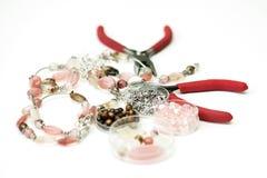 Necklase fez grânulos dos ofglass inacabados no processo Foto de Stock Royalty Free