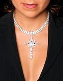 Neckline e caixa bra-less da menina atrativa nova com colar de diamante sobre. Imagem de Stock Royalty Free