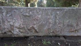 Necrópolis del cierre antiguo de Ostia encima de la vista de un sarcófago romano metrajes