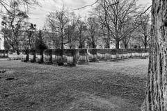 Necrópolis Gdansk Zaspa, Polonia Mirada artística en negro y pizca Fotos de archivo