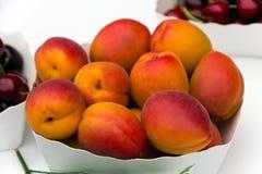 Nectarinas frescas   imágenes de archivo libres de regalías