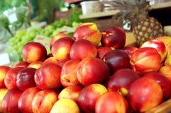 Nectarinas frescas Fotos de archivo