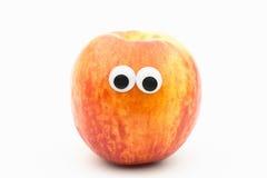 Nectarine avec les yeux écarquillés sur le fond blanc - visage de nectarine Photographie stock libre de droits