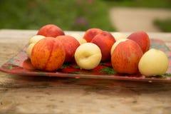 Nectarines de différentes variétés images stock