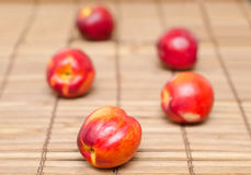 Nectarines op hout Royalty-vrije Stock Foto's