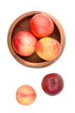 Nectarines in wooden bowl Royalty Free Stock Photography