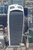 nedanför för london för byggnad den tagna höga skyskrapan stigning Arkivfoto