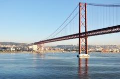 nedanför fartyg bridge för den september för dagen trevligt vatten inställningen Arkivbilder