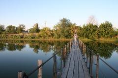 nedanför fartyg bridge för den september för dagen trevligt vatten inställningen Arkivbild