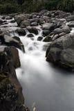 nedanför pölvattenfallet Arkivfoto