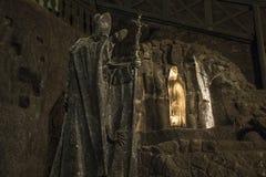 Nedanför yttersida figurerar Hall Wieliczka den salta minen krakow Polen royaltyfria foton