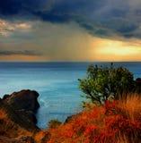 Nederbörd över Blacket Sea royaltyfri fotografi