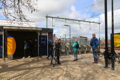 Nederländerna - 13 APRIL: Steenwijk station i Steenwijk, Nederländerna på 13 April 2017 Royaltyfria Foton