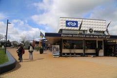 Nederländerna - 13 APRIL: Steenwijk station i Steenwijk, Nederländerna på 13 April 2017 Fotografering för Bildbyråer