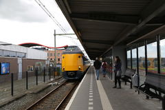 Nederländerna - 13 APRIL: Steenwijk station i Steenwijk, Nederländerna på 13 April 2017 Royaltyfri Foto