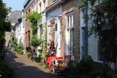 Nederländerna gata av delftfajans Arkivfoto