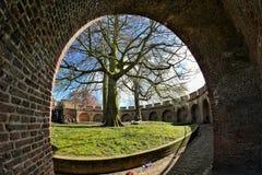 Nederländerna holland för turist- dragning för Leiden de burcht gammal monumentbåge Arkivbild