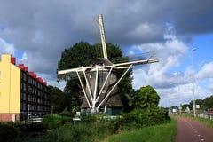 Nederländerna stads- väderkvarnar Arkivfoto