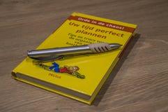 Nederlands Boek over tijd-Beheer met Pen About At Amsterdam The Nederland 2018 royalty-vrije stock fotografie