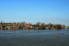 Nederlands dorp door water Stock Afbeeldingen