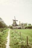 Nederlands landschap met molen Stock Afbeelding