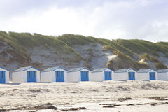 Nederlandse kleine huizen op strand Stock Fotografie