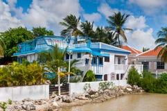 Nederlandse kleurrijke huizen op Caraïbische Bonaire, Stock Afbeelding
