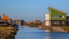 Nederlandse ontwerparchitectuur op de watervoorzijde Royalty-vrije Stock Afbeeldingen