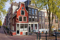 Nederlandse Stijl Traditionele Huizen in Amsterdam Royalty-vrije Stock Afbeeldingen