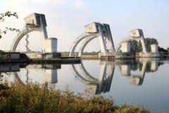 Nederlandse viziertype poorten in de Rijn dichtbij Amerongen Royalty-vrije Stock Afbeelding